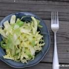Raugintų kopūstų salotos su  obuoliais