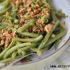 Šparaginių pupelių salotos su graikiniais riešutais