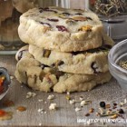 Sausainiai su spanguolėmis ir pistacijomis
