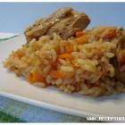 Vištiena troškinta su ryžiais.